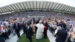 REPORT: The Holy Father and the Catholic Charismatic Renewal at the Olympic Stadium · Rome, Italy 1 – 2 June 2014